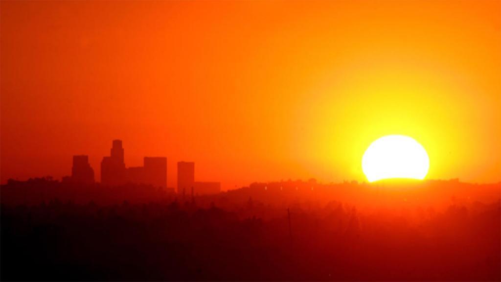 sun-heat-los-angeles-skyline